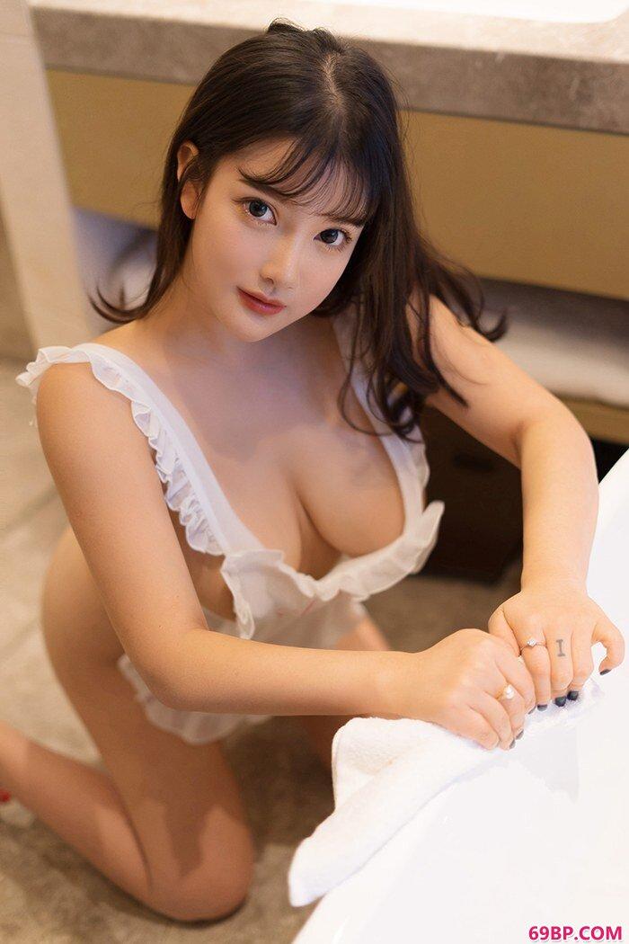 爆乳女仆小尤奈裸身围裙胴体白净_国模单单浓密的毛777