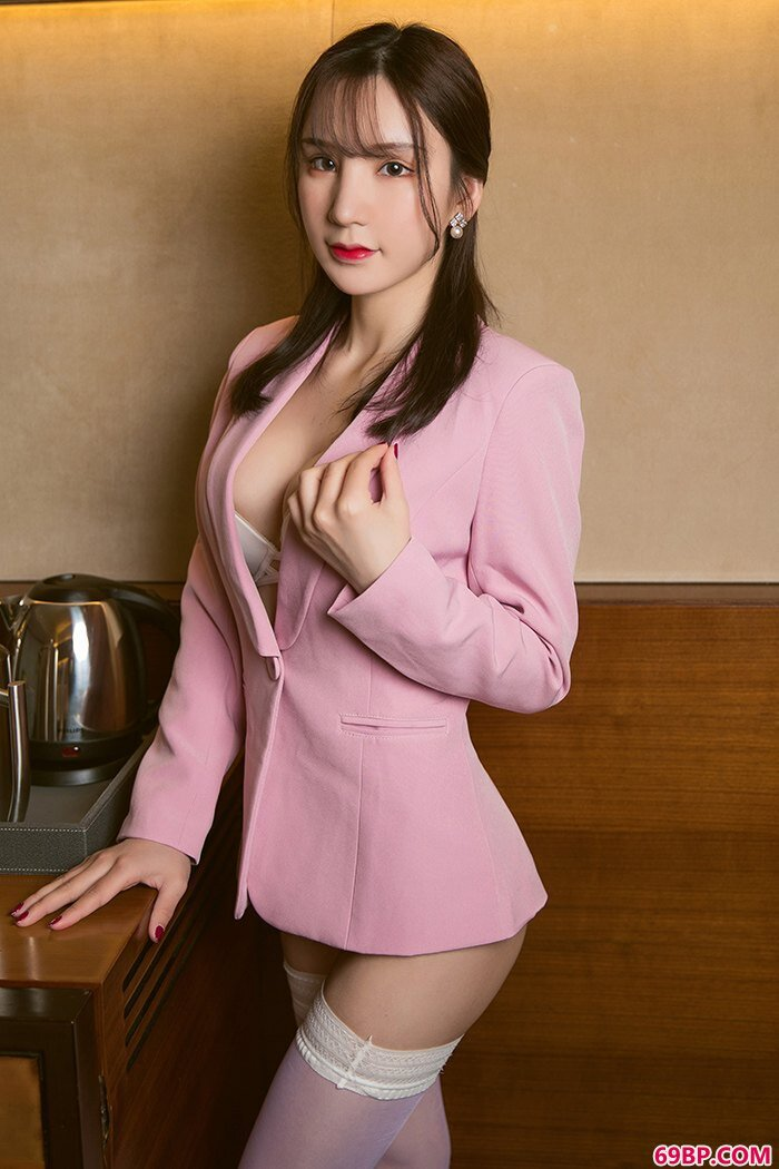粉嫩女白领周于希丰乳巨臀柔嫩美味_西西人体韩国mak