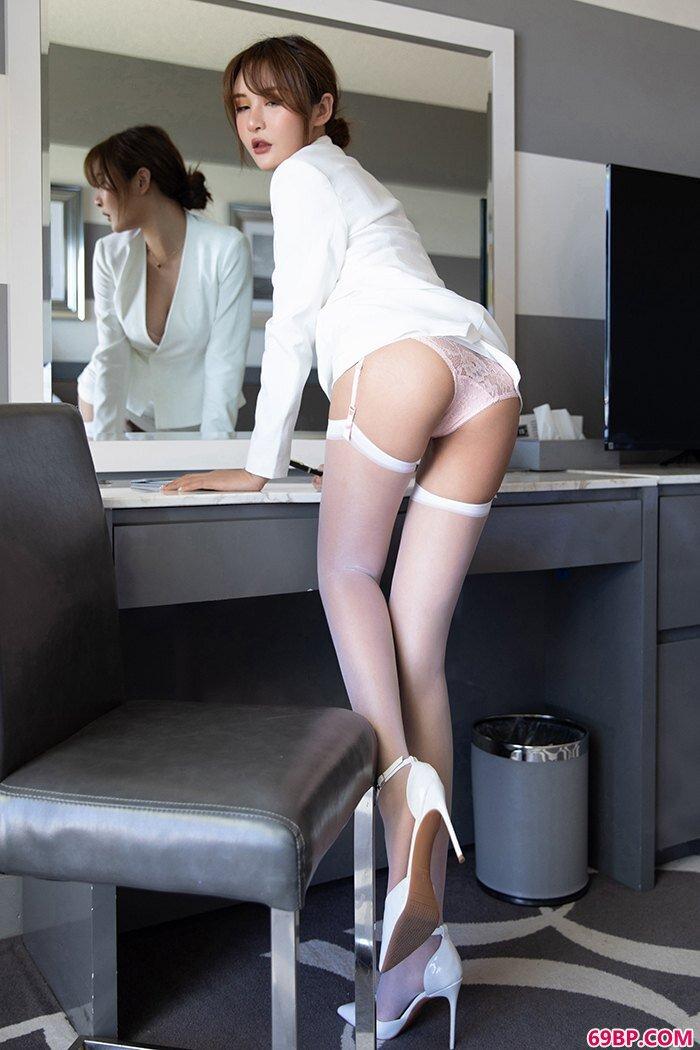 性感白领尹菲情趣蕾丝纯白吊带黑丝_西西人体大但搬阴