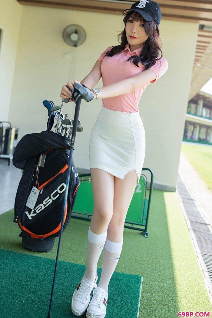 高尔夫女孩芝芝包臀短裙可爱性感_日本西西人体摄影作品