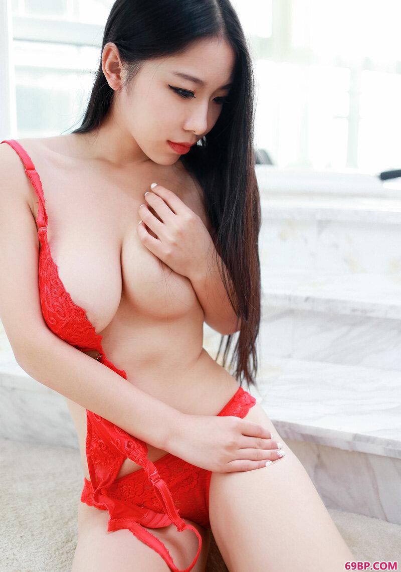 性感尤物芒果小姐美胸白嫩勾人_O3人体一网