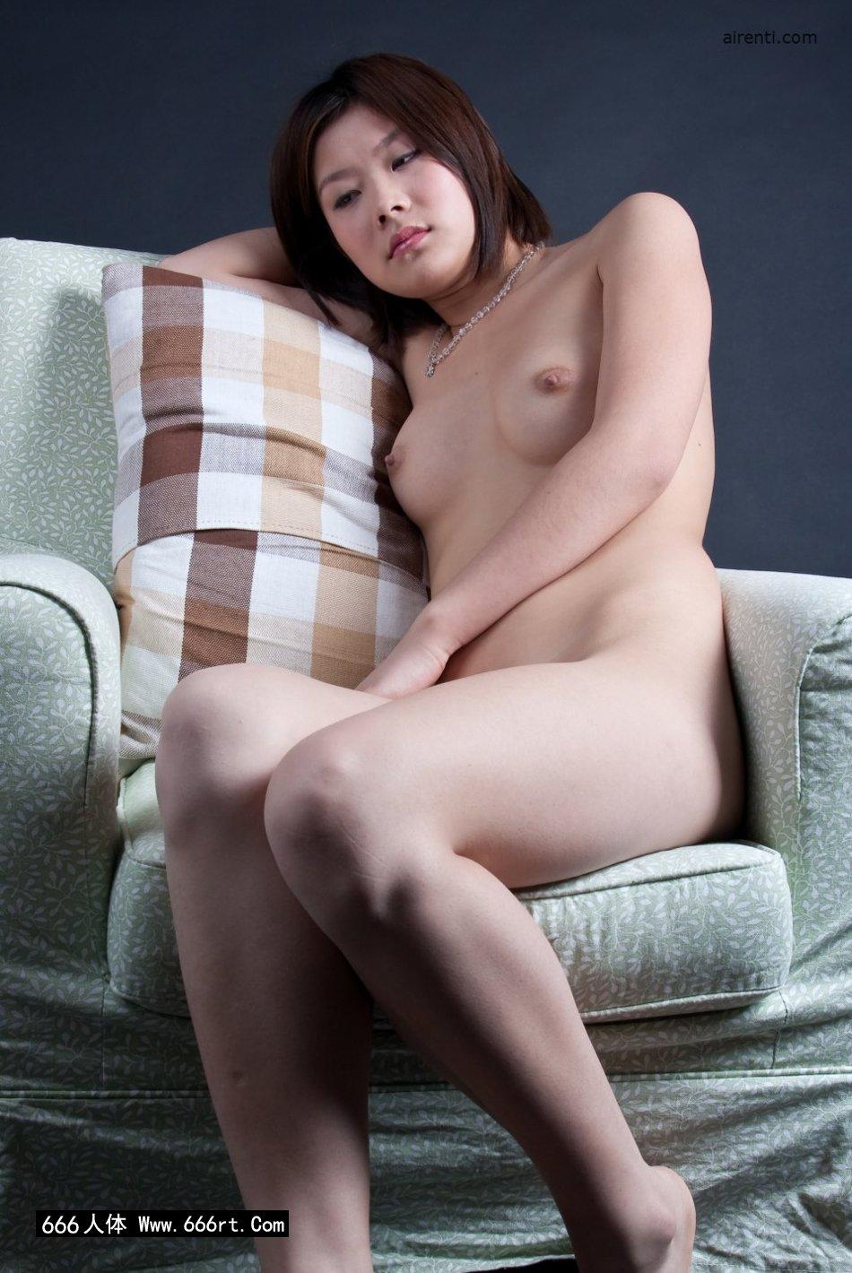 好湿13p图_邻家女人宋蕊布艺沙发上室拍人体