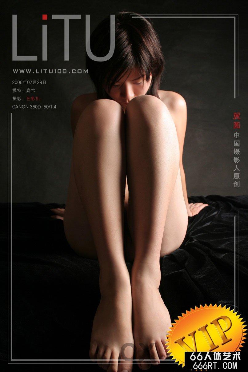 美模嘉怡06年7月29日黑色背景室拍