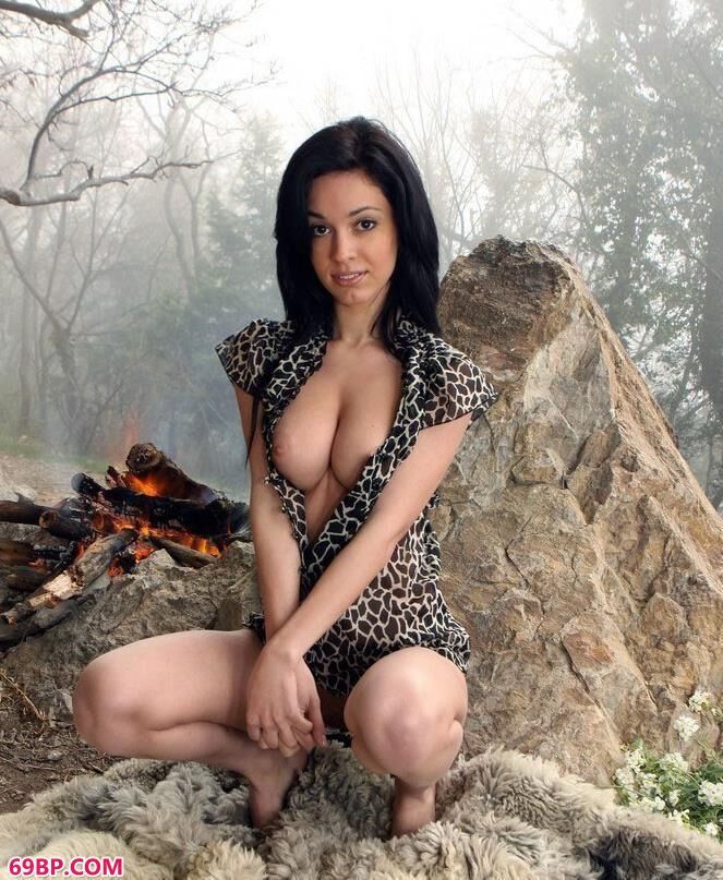 裸模fenix树林里的篝火美体