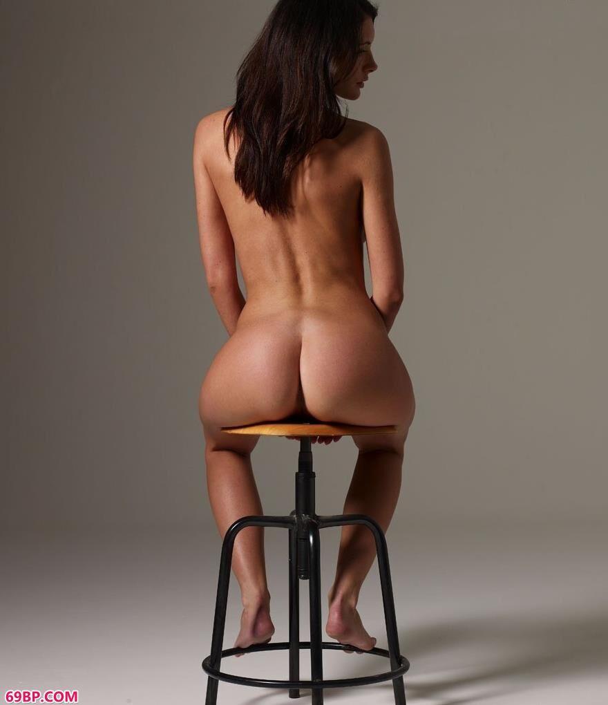 凳子上的外国人体艺术2_国模冰莲极品私拍150p