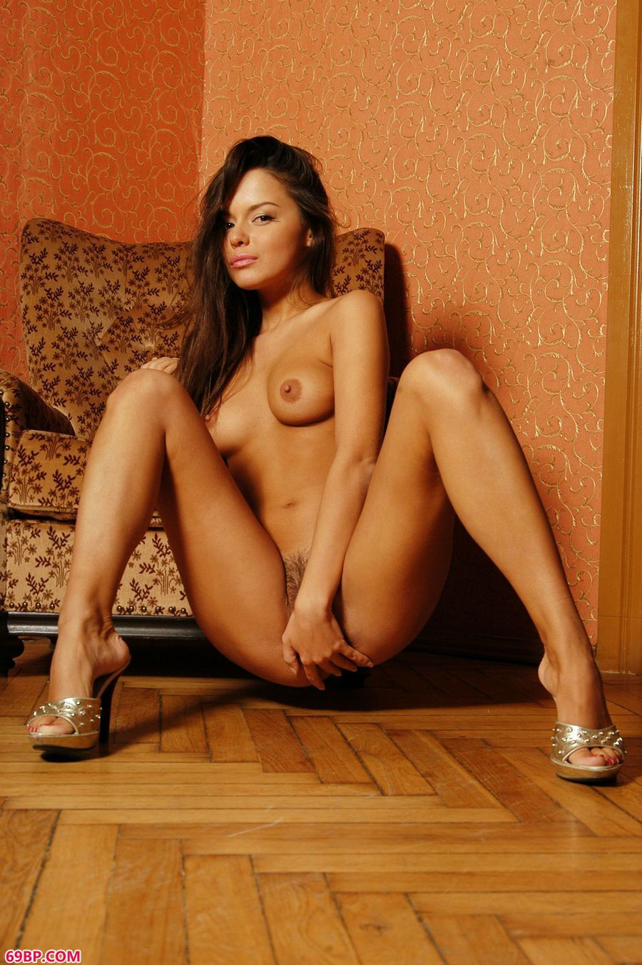 大尺度的俄罗斯嫩模室内室拍_最大胆的大肥女