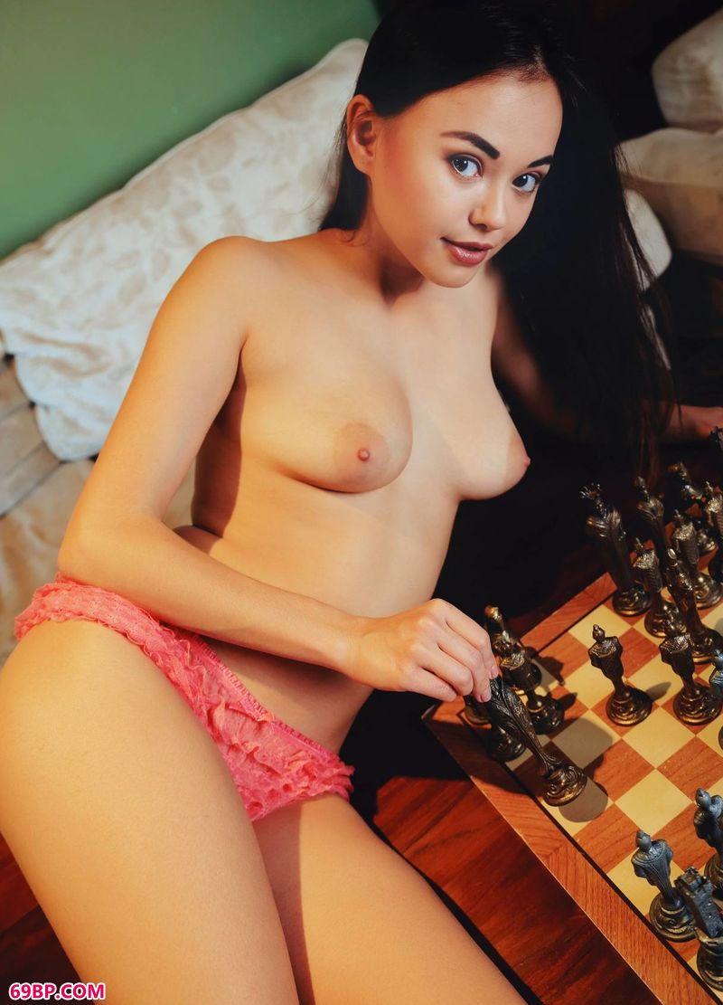 艺术美女_象棋与美体名模LiMoon