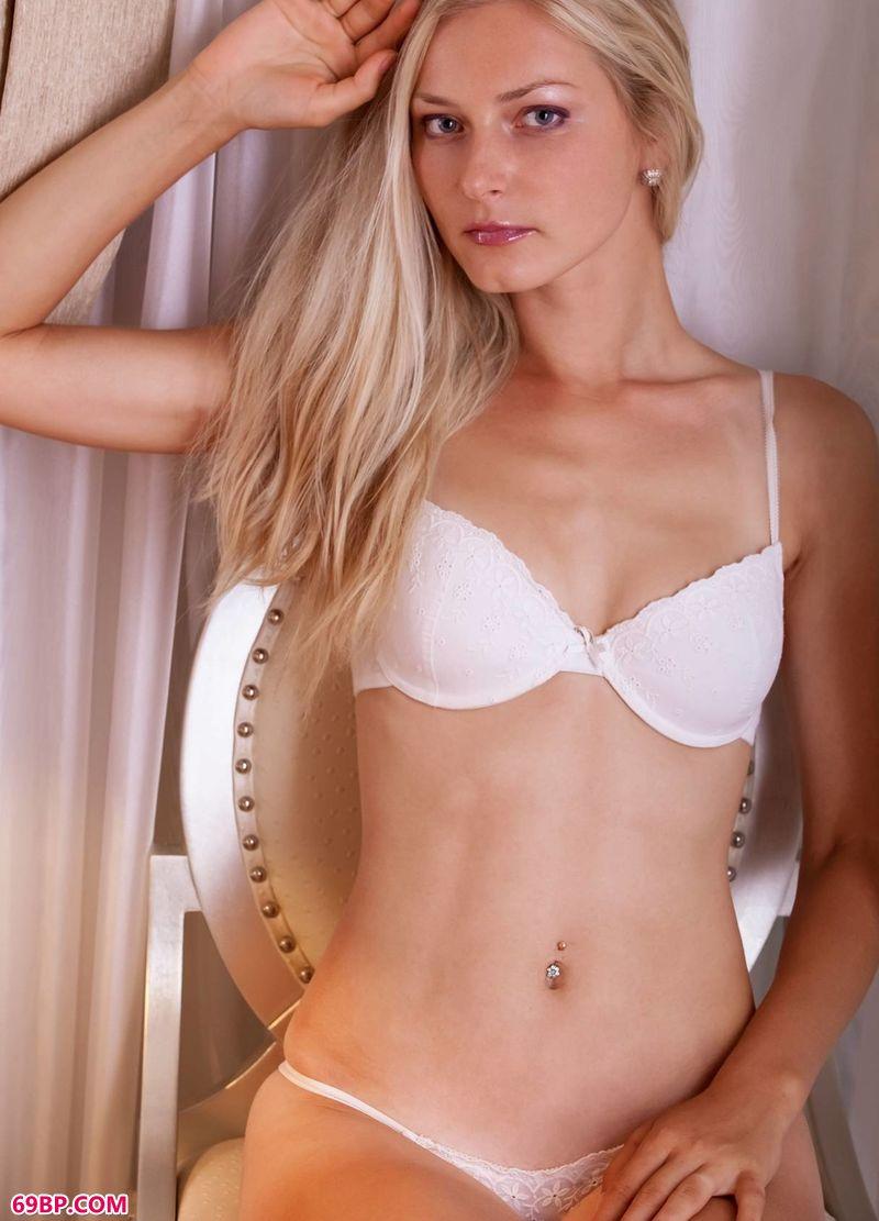 卧室里的俄罗斯妹子Denisa