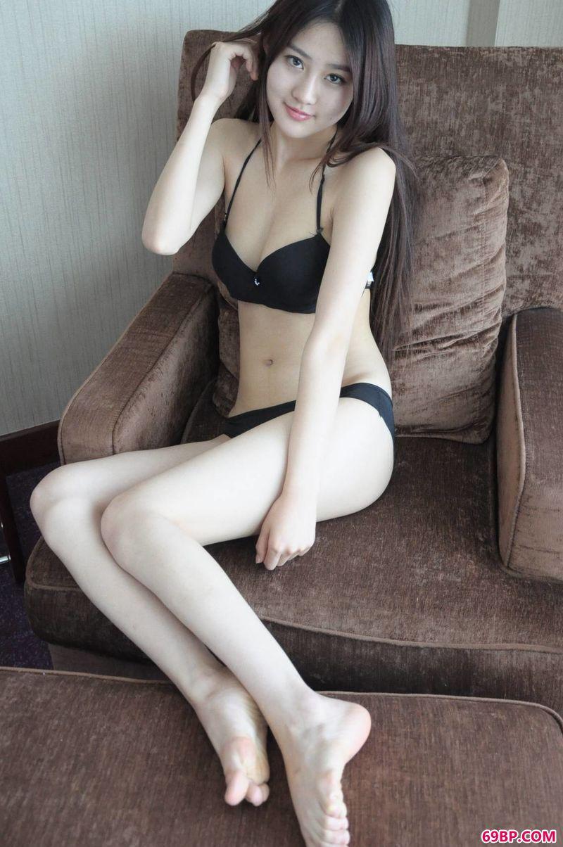漂亮可爱的女神赵依依_GOGO亚洲肉体艺术