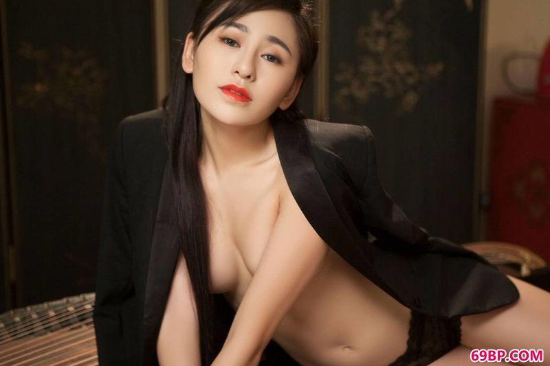 模特吴沐熙纯美艺术大片_粉嫩的花苞19p